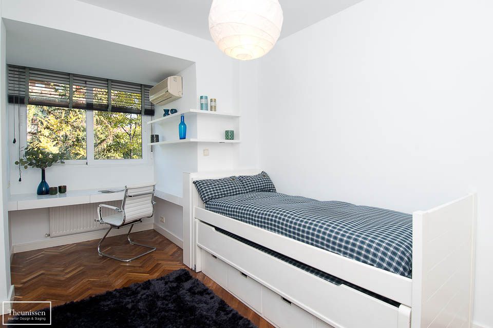 Home Staging realizado por Theunissen en este dormitorio juvenil de un piso amueblado destinado al alquiler en Madrid