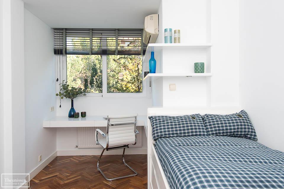 hicimos una lavado de cara en este dormitorio juvenil del piso para alquiler en Madrid para poder alquilarlo más facilmente.