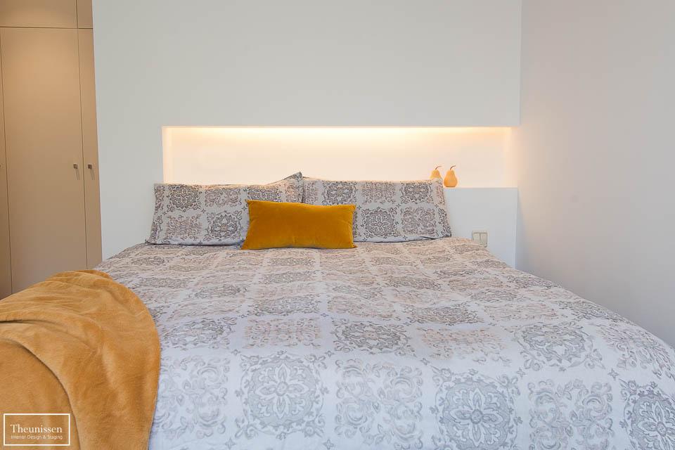 Puesta en escena de este dormitorio principal de un piso en una zona alta para alquiler en Madrid