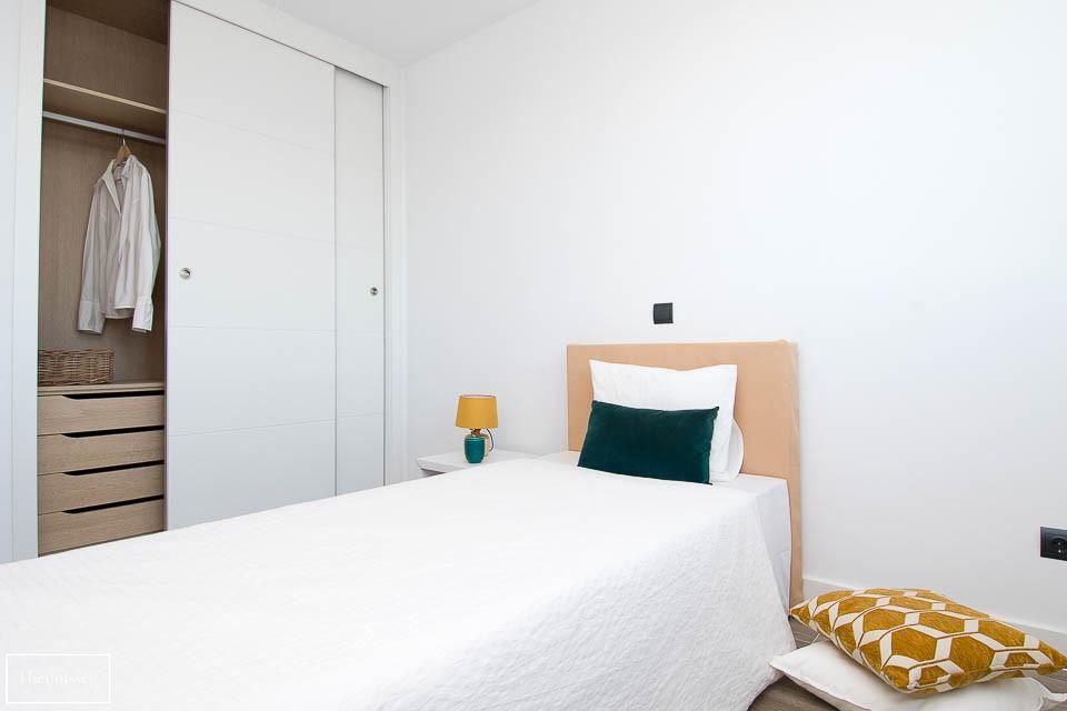 Prestamos mobiliario de nuestro propio almacén para este piso en venta en Montecarmelo.