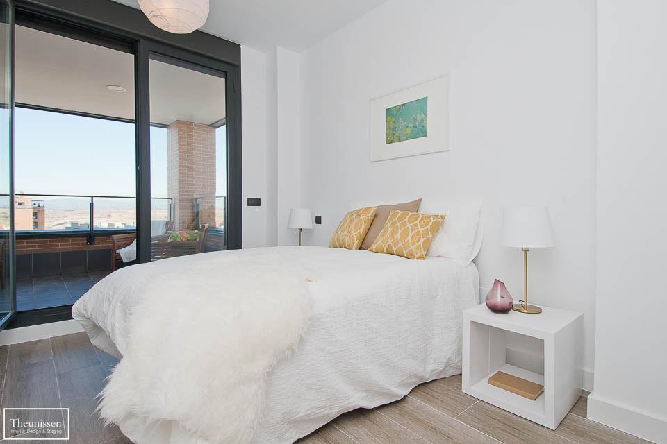Decoramos este piso vacío en la zona prime Montecarmelo en Madrid con mobiliario en alquiler.