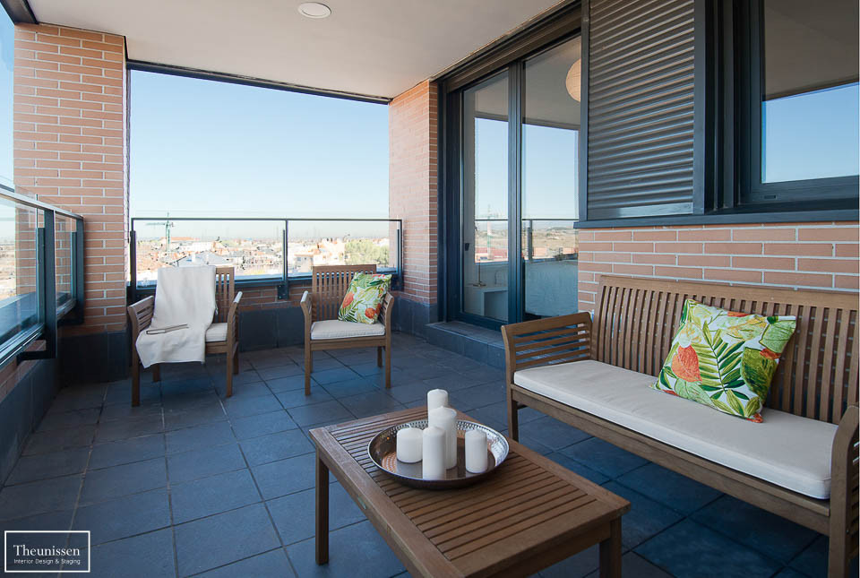 Decoramos la terraza de este piso de alto standing en Madrid con técnicas de Home Staging