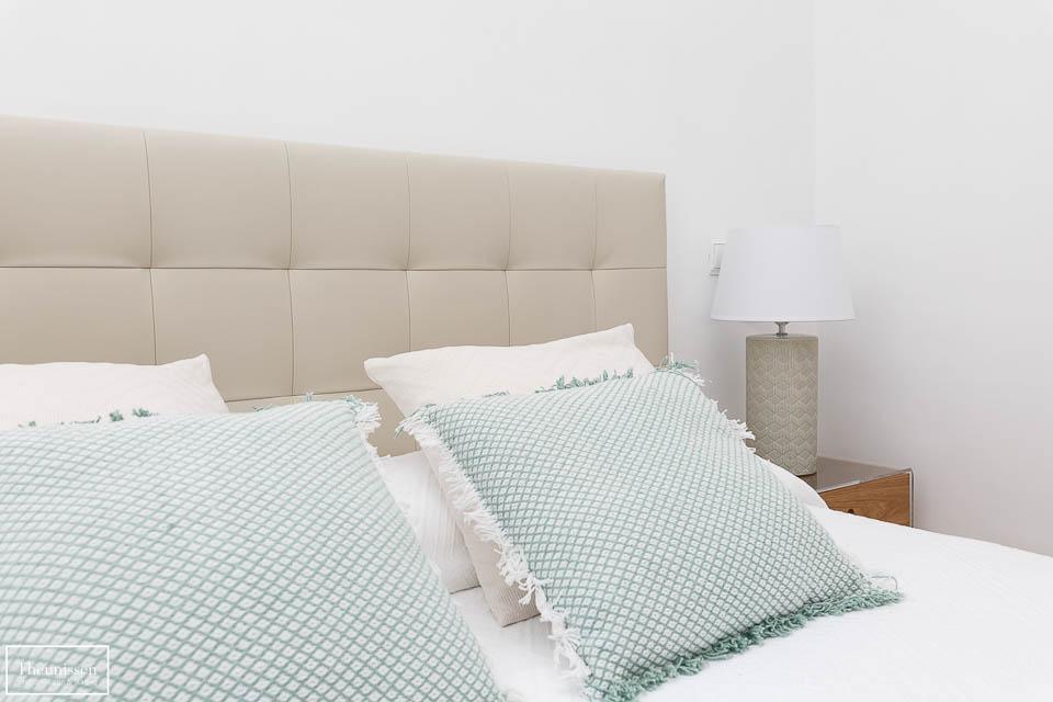 Home Staging en dormitorio principal de un piso vacío decorado por Theunissen.