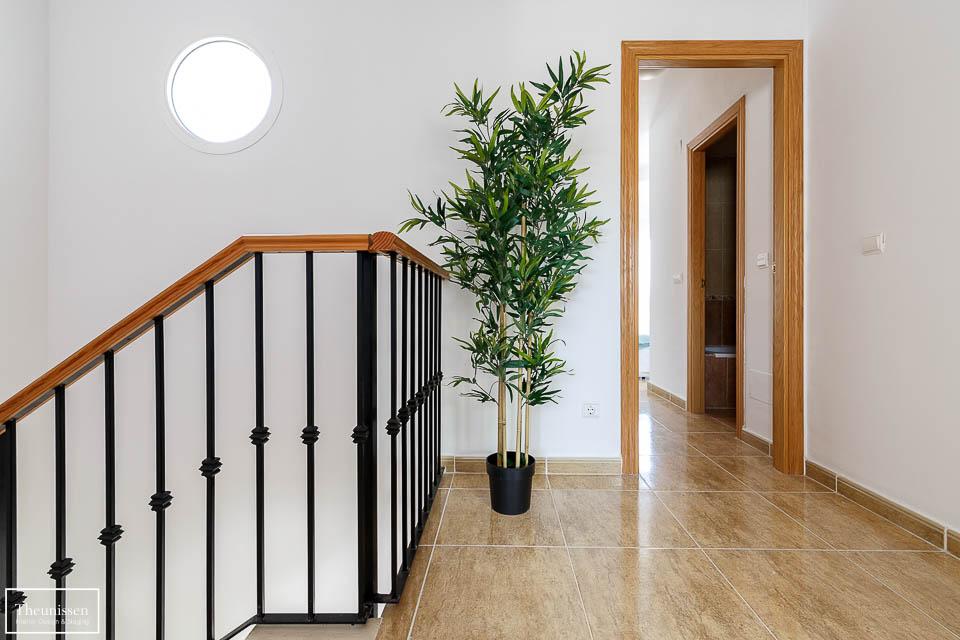 Amueblamos esta casa a estrenar y también pusimos una planta alta en el pasillo.