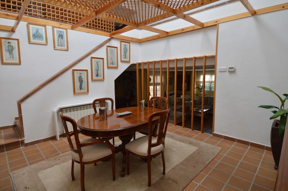 Home-Staging-chalet-habitado-alto-standing-Majadahonda-Madrid-comedor antes