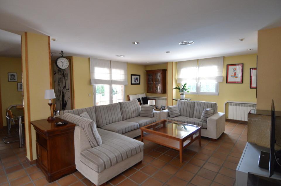 Home-Staging-chalet-habitado-alto-standing-Majadahonda-Madrid-salon 2 antes