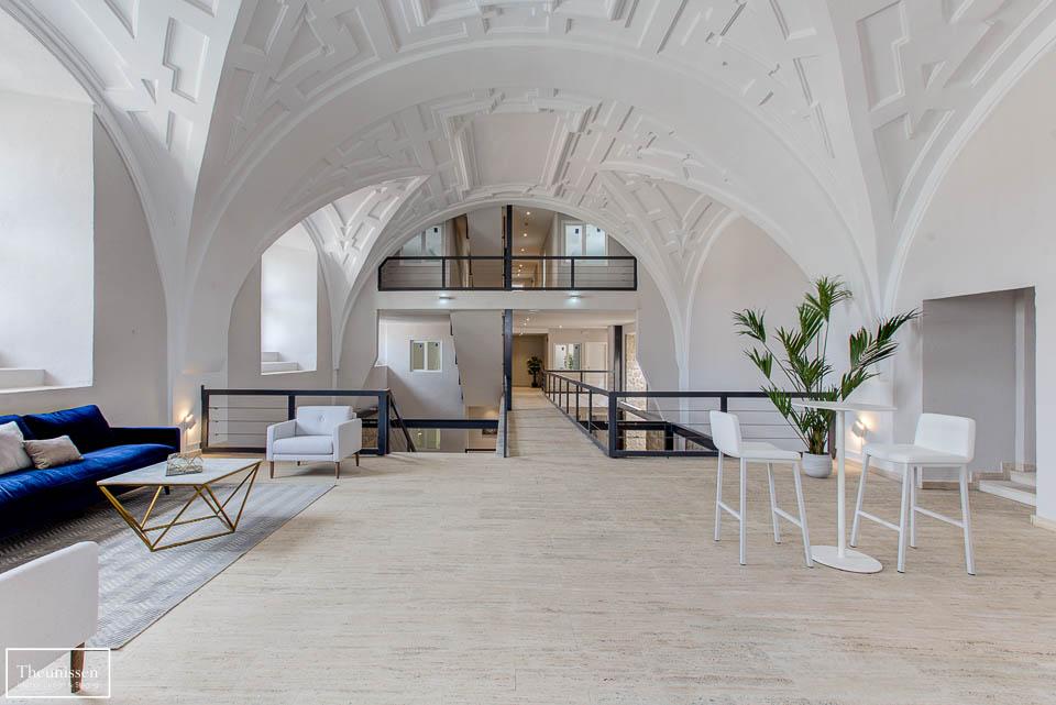 Decoración zona común con bóveda de la oficina pilito en Ávila que acondicionamos para su venta.