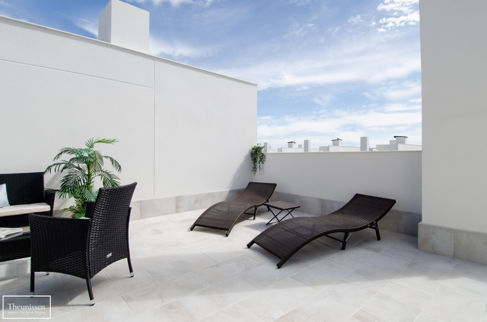 home-staging-terraza-piso-madrid-con-muebles-de-alquiler